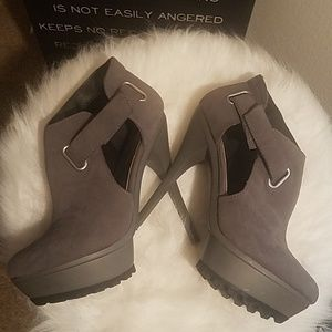 Size 6 Grey Bootie